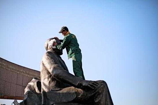 25-Almaty-presidential-park-cleaning-Narsultan Nazarbayev