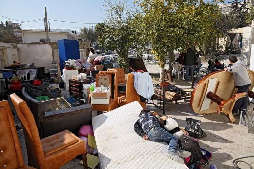 ad652-10-2-2014-wadiqadom-housedemolition-traumatizedson-k-ranta-web