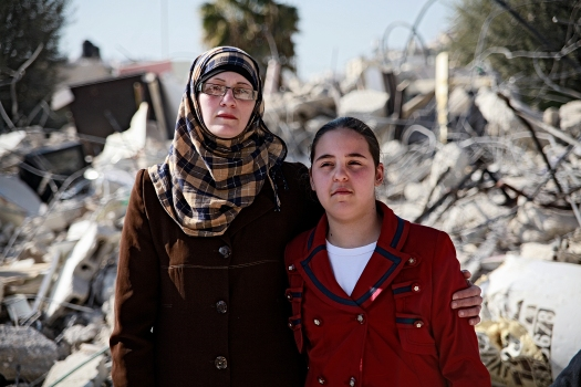 10.2.2014-WadiQadom-HouseDemolition-Motherdaughter-KukkaRanta-web